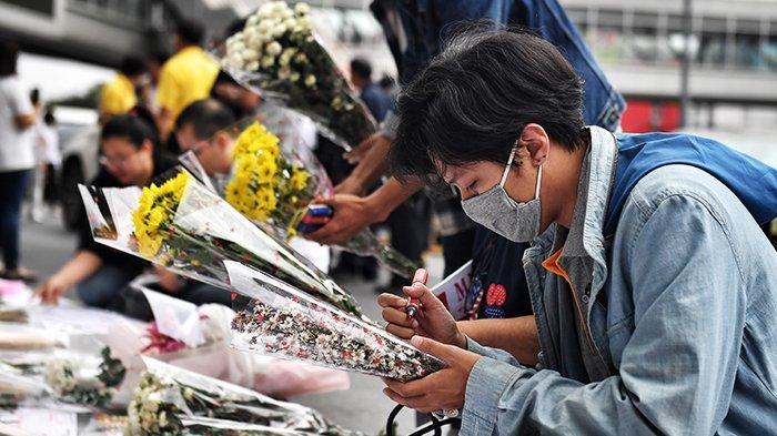 buket-bunga-korat-penembakan-massal-thailand.jpg