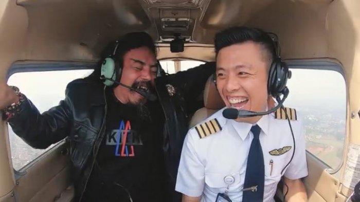 Cuplikan adegan saat Capt. Vincent berkolaborasi dengan Limbad di kanal Youtube yang kini menuai kontroversi