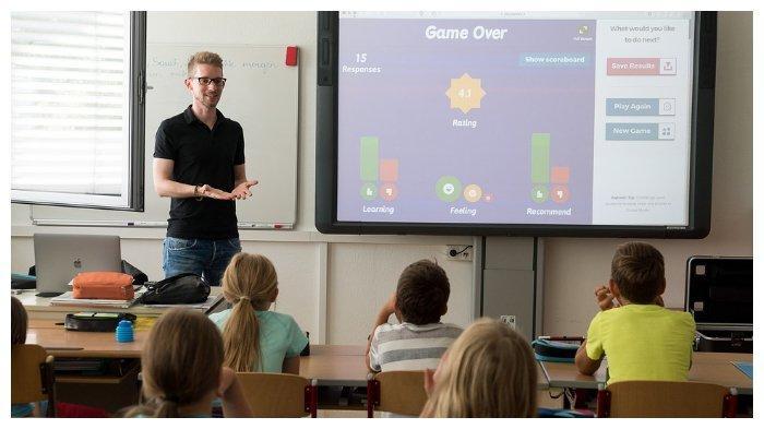 Ilustrasi guru sedang mengajar di dalam kelas