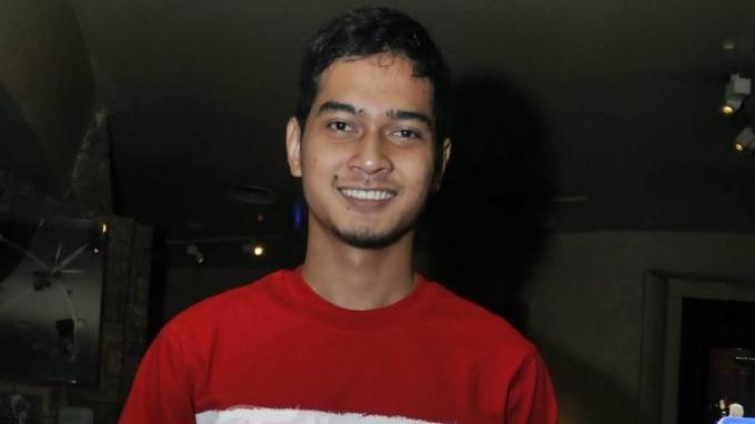 CHOLIDI ASADIL ALAM, (lahir, di Pasuruhan, 30 Maret 1989) aktor pemeran Khoirul Azzam di film