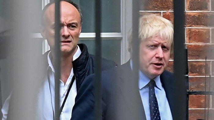 ILUSTRASI - Boris Johnson dan penasihat utamanya, Dominic Cummings (kiri).