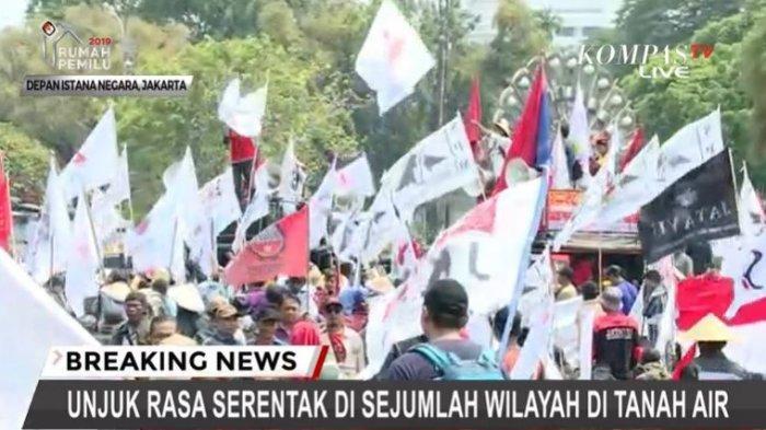 Para petani melakukan aksi unjuk rasa di depan Istana Merdeka Jakarta, Jalan Pelataran Monas, Selasa (24/9/2019).