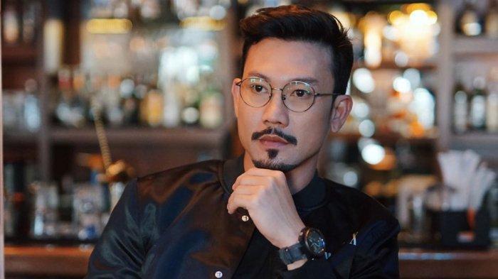 Atlet sekaligus aktor Denny Sumargo. Simak biodatanya berikut ini