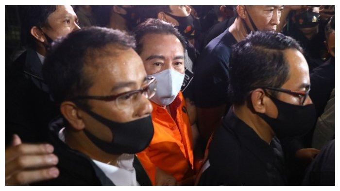 Buronan kasus korupsi pengalihan hak tagih (cessie) Bank Bali Joko Soegiarto Tjandra alias Djoko Tjandra tiba di Bandara Halim Perdana Kusuma, Jakarta, Kamis (30/7/2020) malam.