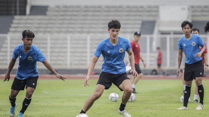 Bek Timnas Indonesia U-19, Elkan Baggott ketika menjalani pemusatan latihan (TC) di Jakarta.
