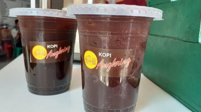 Es Kopi Angkringan di Toko Kopi Podjok, Pasar Gede Solo.