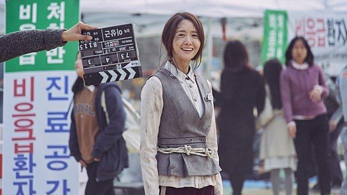 Yoona SNSD dalam film Exit (2019).