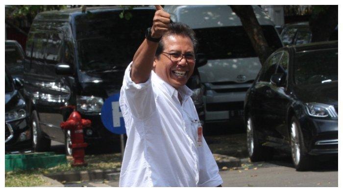 Fadjroel Rachman berjalan memasuki kompleks Istana Kepresidenan, Jakarta, Senin (21/10/2019)