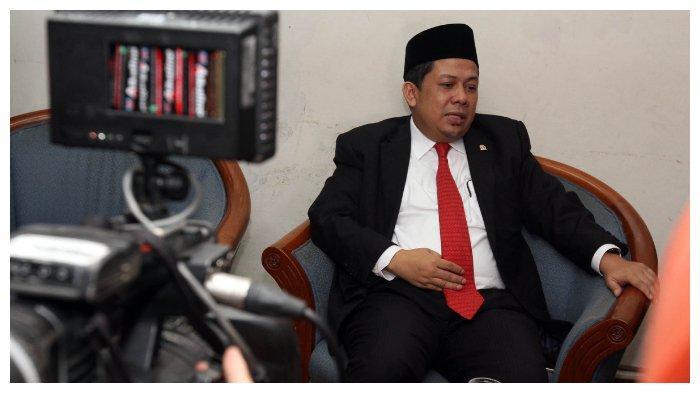 ILUSTRASI - Wakil Ketua DPR dari Fraksi Partai Keadilan Sejahtera, Fahri Hamzah memberikan keterangan pers kepada wartawan di Kompleks Parlemen Senayan, Jakarta, Senin (11/1/2016). Dalam keterangan persnya Fahri mengklarifikasi kisruh isu pencopotan dirinya sebagai wakil ketua DPR. (TRIBUNNEWS/IRWAN RISMAWAN)