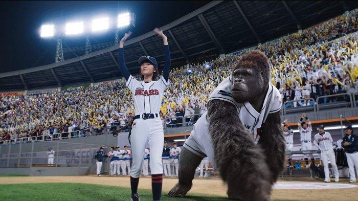 film-mr-go-2013-mengisahkan-gorila-yang-menjadi-pemain-bisbol.jpg