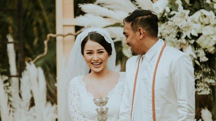 Foto pernikahan Mutia Ayu dan Glenn Fredly