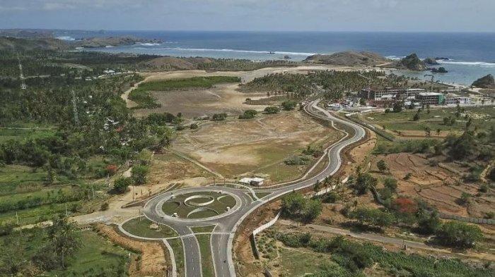 Foto udara gerbang barat kawasan ekonomi khusus Mandalika.