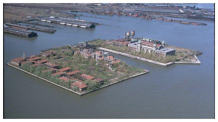 Foto udara Pulau Ellis tahun 1976