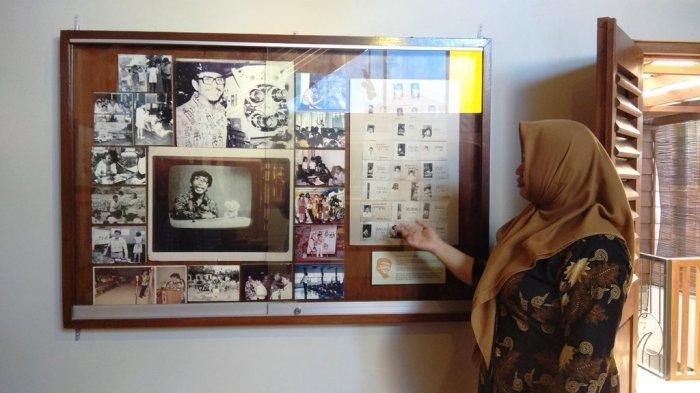 Gambar dan karya lukis Tino Sidin yang ada museum taman Tino Sidin, Ngestiharjo, Kasihan, Bantul.