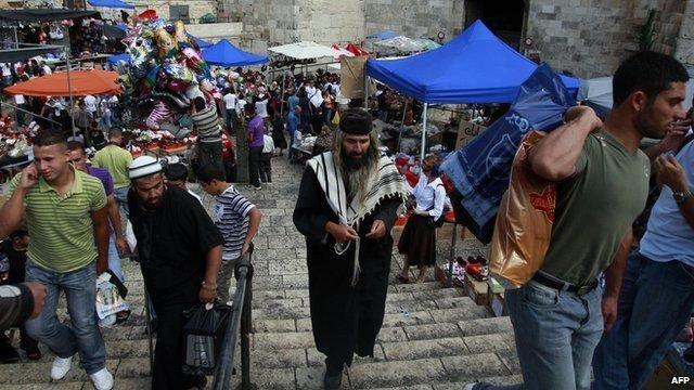 Suasana di sekitar Gerbang Damaskus