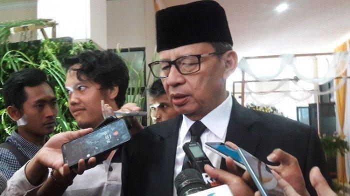 Gubernur Banten Wahidin Halim saat ditemui usai Rapat Paripurna Luar Biasa di Gedung DPRD Kabupaten Pandeglang, Senin (1/4/2019).