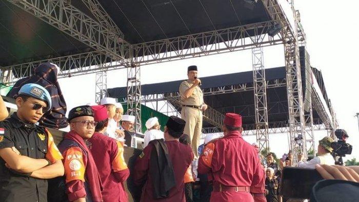 Gubernur DKI Jakarta Anies Baswedan menghadiri reuni akbar 212 yang diadakan di Kawasan Monas, Jakarta Pusat, Senin (2/12/2019).