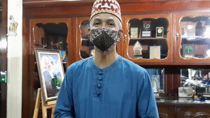 Gubernur Jawa Tengah Ganjar Pranowo saat ditemui di Puri Gedeh, Sabtu (23/5/2020).(KOMPAS.com/RISKA FARASONALIA)