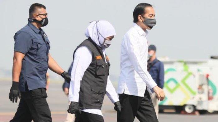 Gubernur Jawa Timur Khofifah Indar Parawansa saat menyambut kedatangan Presiden Joko Widodo