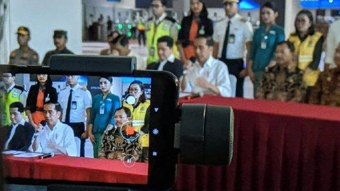 Presiden Joko Widodo konferensi pers perihal penanganan virus Corona di Terminal 3 Bandara Soekarno-Hatta, Jumat (13/3/2020).