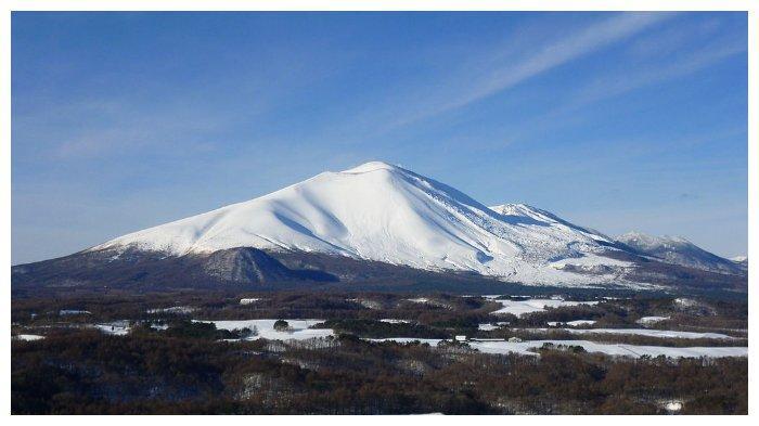 Gunung Asama di Jepang, dilihat dari sisi Timur