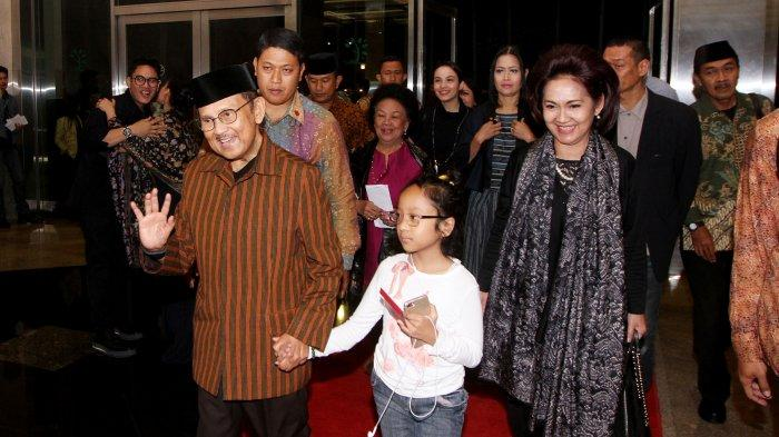 Presiden Ke-3 BJ Habibie saat menghadiri konser tunggal perdana Bunga Citra Lestari yang bertajuk It's Me BCL di Plenary Hall, JCC Senayan, Jakarta Pusat, Rabu (1/3/2017).