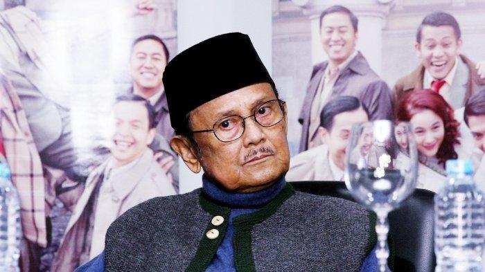 Presiden ke-3 RI BJ Habibie saat menghadiri acara konferensi pers terkait maraknya pembajakan film Indonesia di Kawasan Setiabudi, Kuningan, Jakarta Selatan, Senin (4/7/2016).