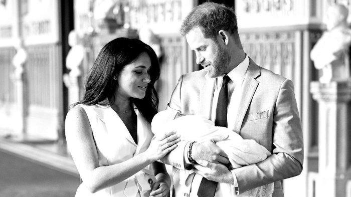 Setelah mundur dari 'anggota senior', Harry dan Meghan resmi melepas dan tidak akan lagi memakai gelar kehormatan Kerajaan Inggris.