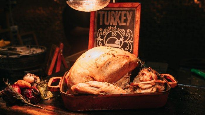 hidangan-kalkun-yang-identik-dengan-acara-thanksgiving-di-amerika-serikat.jpg