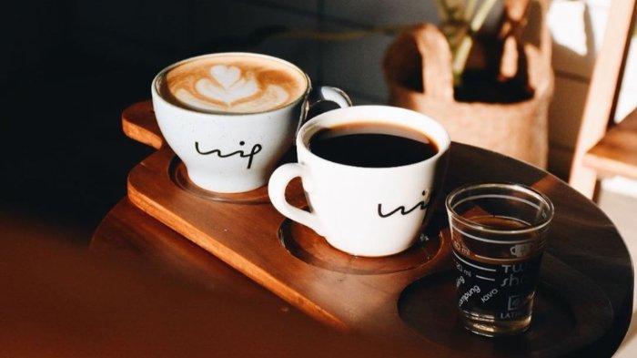 Hippusuta Coffee Shop and Home Decor merupakan sebuah kedai kopi bergaya Jepang yang menerapkan konsep minimalis dan zero waste.