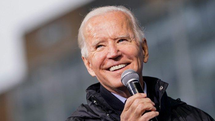 Calon presiden dari Partai Demokrat Joe Biden berbicara pada acara pemungutan suara di Gereja Baptis Sharon pada 1 November 2020 di Philadelphia, Pennsylvania. Biden berkampanye di Philadelphia pada hari Minggu, di negara bagian medan pertempuran utama Pennsylvania yang dimenangkan oleh Presiden Donald Trump pada tahun 2016.
