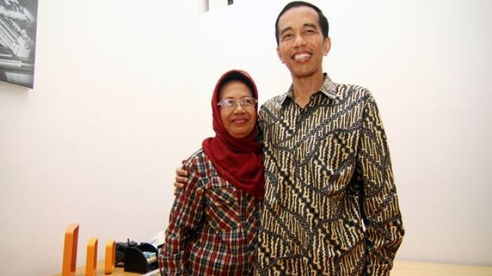 Presiden Jokowi bersama Ibundanya, Sujiatmi Notomiharjo.