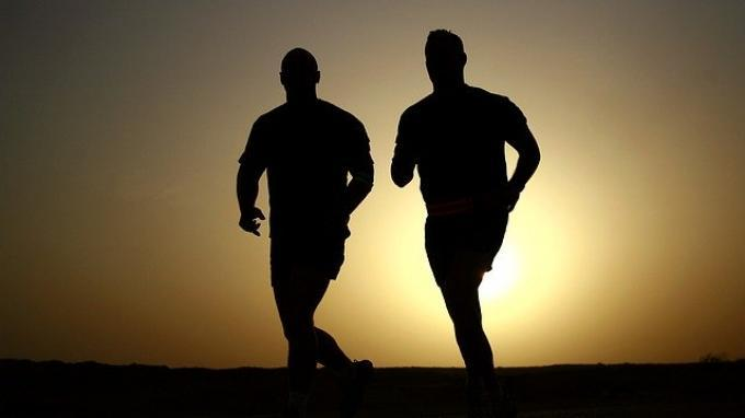 Ilustrasi orang yang sedang berolahraga