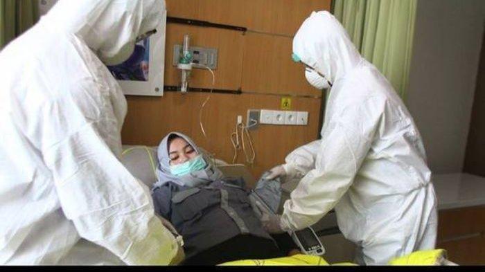 Ilustrasi pasien Covid-19 sedang dirawat di RS