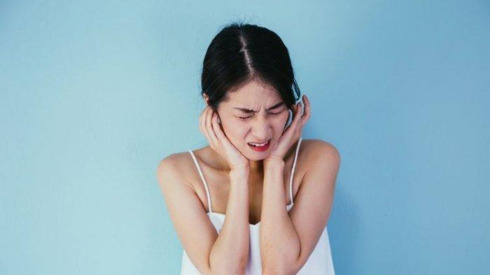 Ilustrasi penderita penyakit telinga