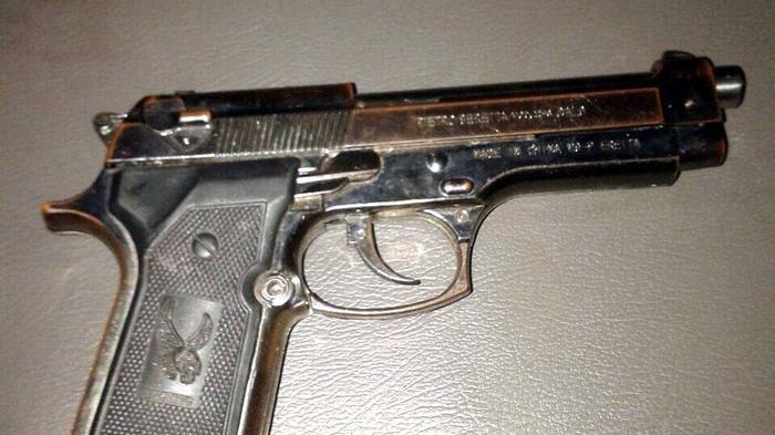 ilustrasi-pistol.jpg