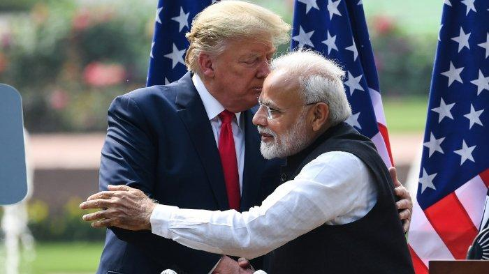 US President Donald Trump (L) shakes hands with India's Prime Minister Narendra Modi during a joint press conference at Hyderabad House in New Delhi on February 25, 2020. Prakash SINGH / AFP.