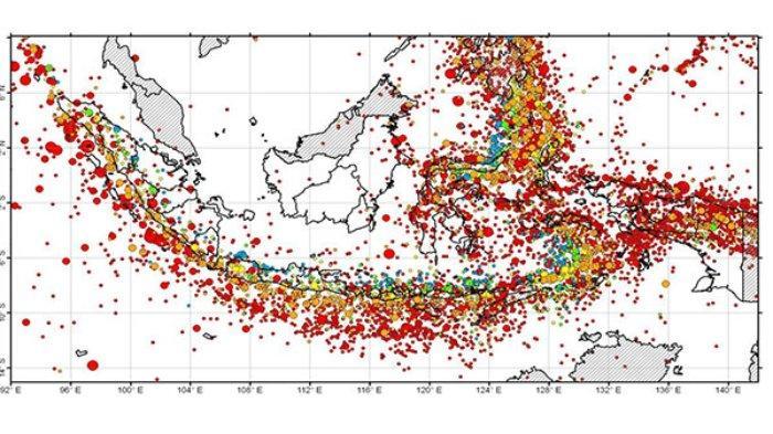 Indonesia rawan gempa bumi dan tsunami karena berada di kawasan lempeng bumi yang terus bergerak yaitu Indo-Australia, Eurasia, dan Pasifik