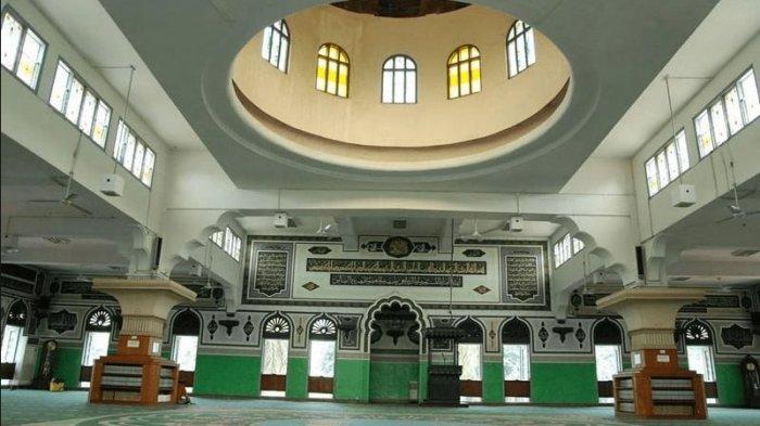 interior Masjid Agung Al-Azhar