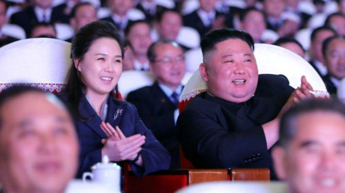 Istri Kim Jong Un, Ri Sol Ju tampil di depan umum untuk pertama kalinya dalam lebih dari setahun