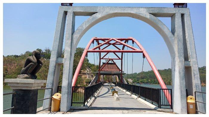 Jembatan di kawasan Goa Kreo Semarang