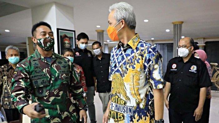 Gubernur Jawa Tengah Ganjar Pranowo menyambut kedatangan Kepala Staf Angkatan Darat Jenderal TNI Andika Perkasa di rumah dinas Puri Gedeh Kota Semarang, Rabu (12/8/2020). (Humas Pemprov Jateng)