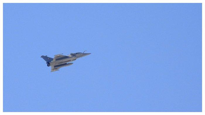 jet-tempur-rafale-milik-angkatan-udara-india-terbang.jpg