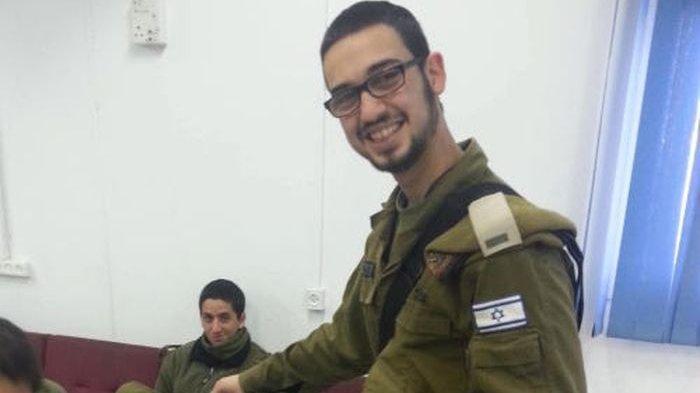 Joel Carmel selama pengabdiannya di Pasukan Pertahanan Israel sebagai letnan dua