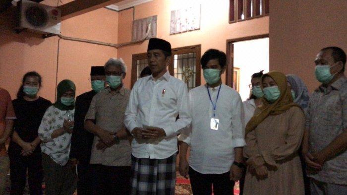 Berada di rumah duka, Presiden Joko Widodo meminta doa dari masyarakat atas kepergian ibundanya, Sudjiatmi Notomihardjo