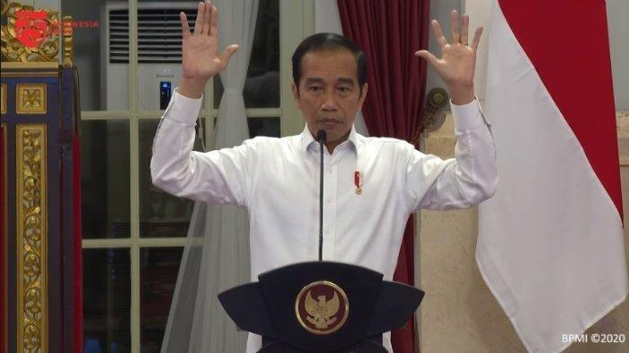 Presiden Joko Widodo (Jokowi) membuat gestur mengangkat tangan setelah menyampaikan kemungkinan reshuffle kabinet, dalam Sidang Kabinet Paripurna, Kamis (18/6/2020), diunggah Minggu (28/6/2020).