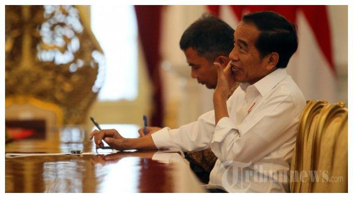 Presiden Joko Widodo melakukan sesi wawancara bersama Tribunnews.com di Istana Negara, Jakarta, Kamis (18/7/2019). Dalam kesempatan tersebut Presiden Jokowi memaparkan mengenai visi pemerintahannya dalam 5 tahun ke depan kepada tim Tribunnews.com.