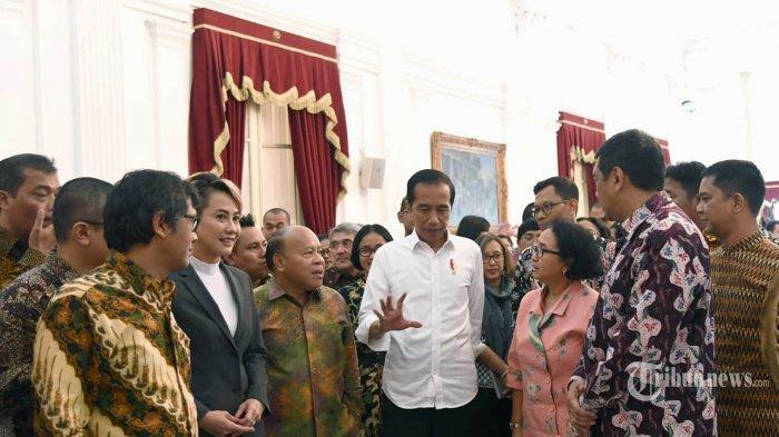 Presiden Joko Widodo berbincang dengan para pemimpin redaksi media massa, berasal dari media online, koran, televisi, dan radio di Istana Negara, Selasa (3/8/2019).