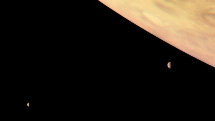 Jupiter, Io, dan Europa