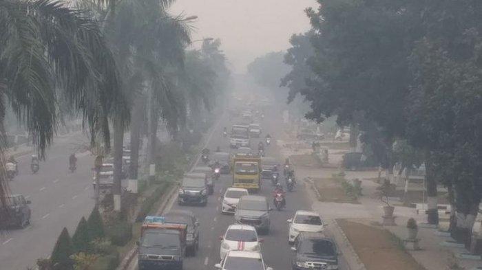 Kabut asap semakin pekat di Pekanbaru, Riau, Kamis (12/9/2019).